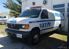 NYPD - Special Operations Div 8044 - 2005 Ford E-Series Van (1)