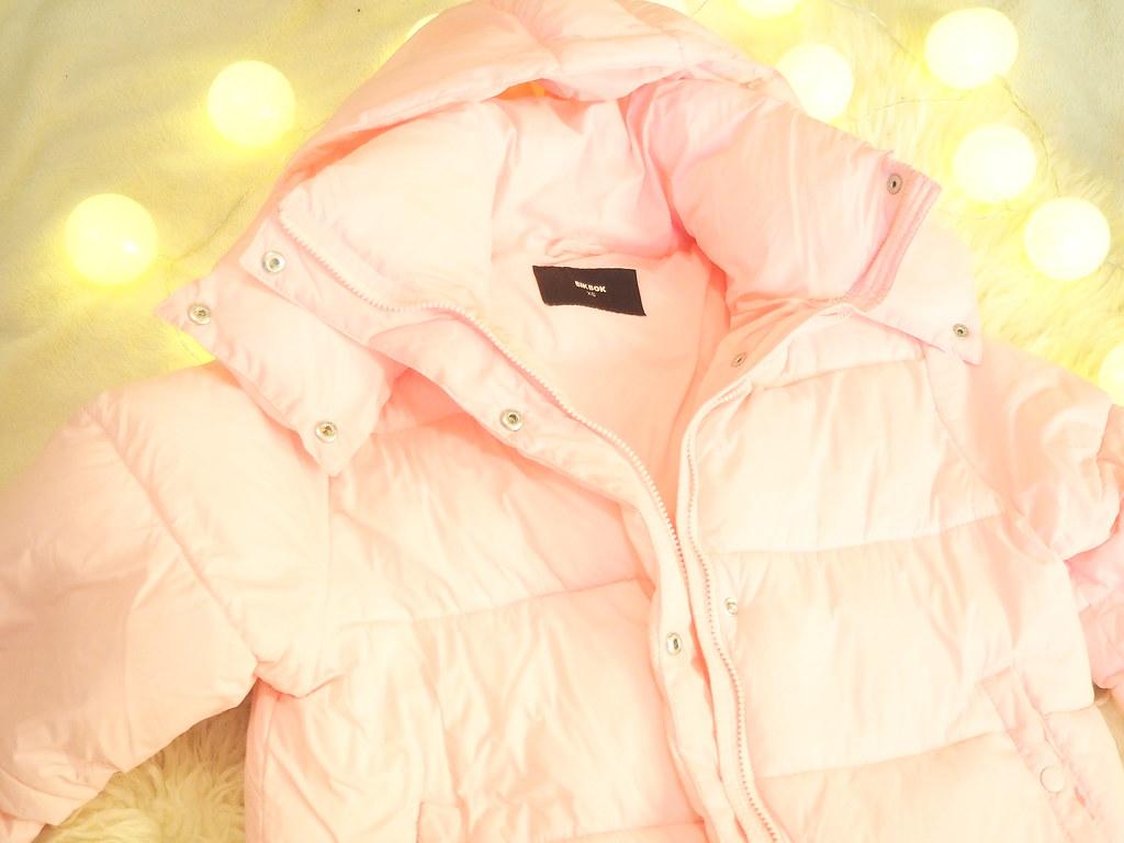 vaaleanpunainen puffer takki