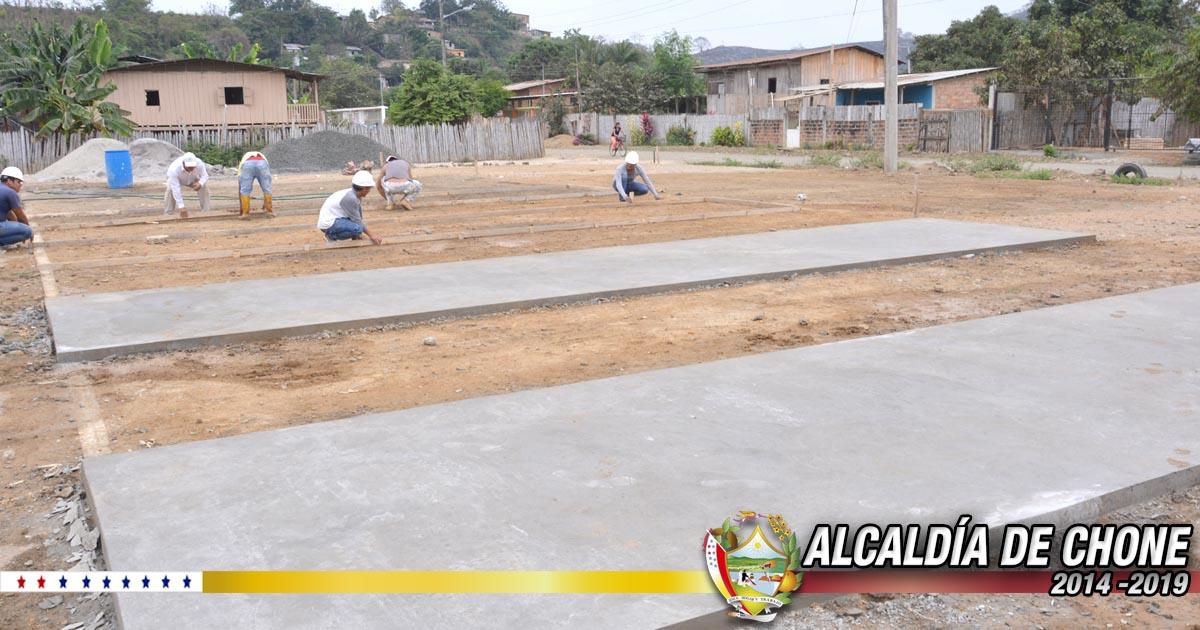 En Puerto Arturo se reconstruye cancha de uso múltiple