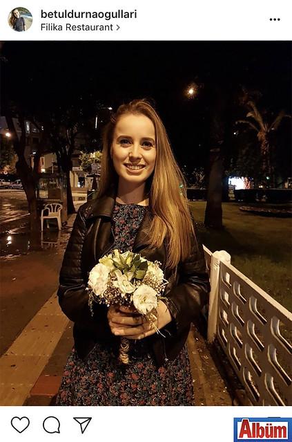 Betül Durnaoğulları, Flika Restoran'da düzenlenen Melike Arslan ve Tansu Ekinci'nin düğün töreni sonunda gelin çiçeğini kaptı.