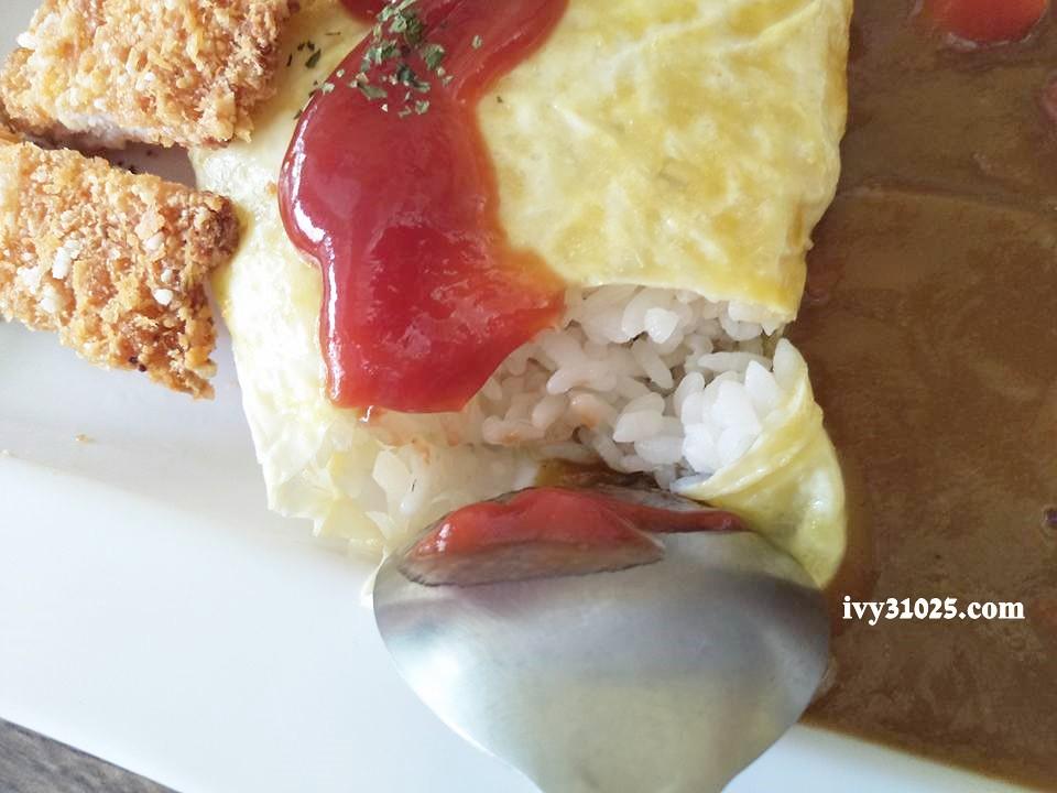 麥圓多日式咖哩蛋包飯 : 上班學生族推薦 /銅板美食 /鳳山五甲推薦美食