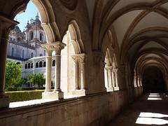 Klášter Alcobaça: Vejde se celý vůl do komína, nebo nevejde?