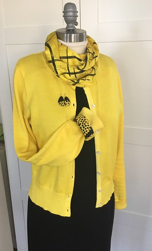 Yellow and black jewelry set