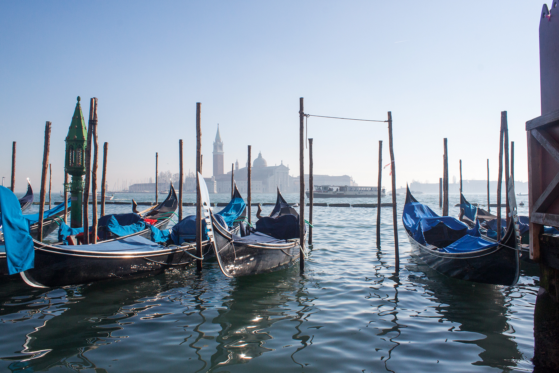 Streets of Venice, Parked Gondolas | lifeofkitty.co.uk