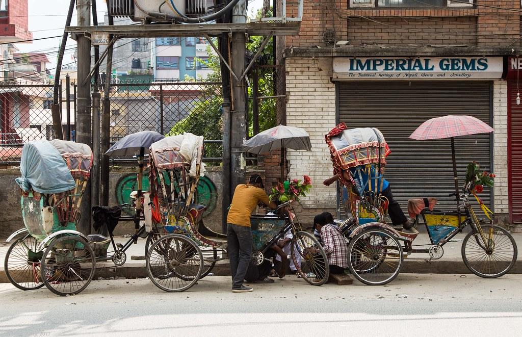 in Kathmandu_01 taxi pe 2 roti
