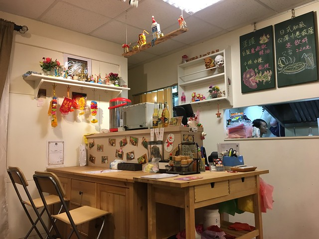 小小的櫃台,還兼以提供兩個用餐位置@中和歪頭廚房
