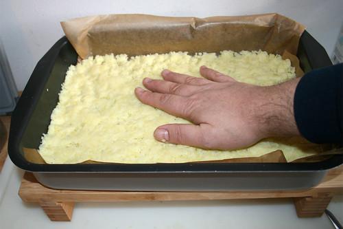 16 - Kloßteig glatt streichen / Flatten dumpling dough
