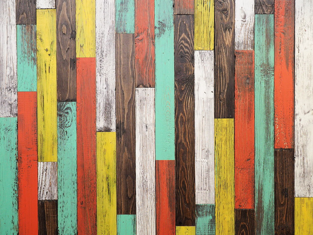 Colorful wooden walls in Marché Mövenpick Pavilion