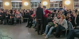 Publikum der Lesung in der Aula Königin-Luise-Schule