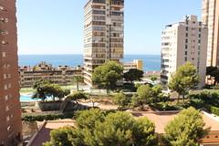 Situado en pleno centro y segunda línea de playa, con fabulosas vistas al mar.  Solicite más información a su inmobiliaria de confianza en Benidorm  www.inmobiliariabenidorm.com