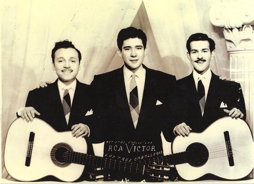 PÁG. 8 (2). Los Tres Caballeros en 1956, Leonel Gálvez, Roberto Cantoral y Chamín Correa.
