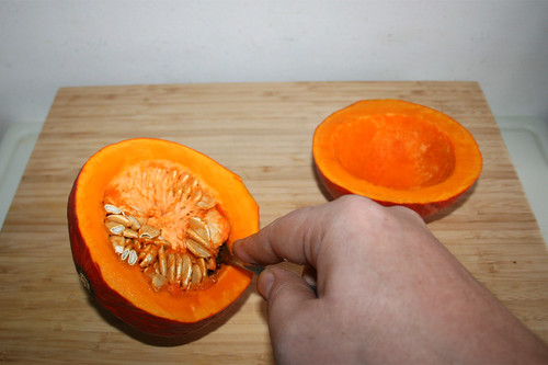 09 - Kürbis entkernen / Decore pumpkin
