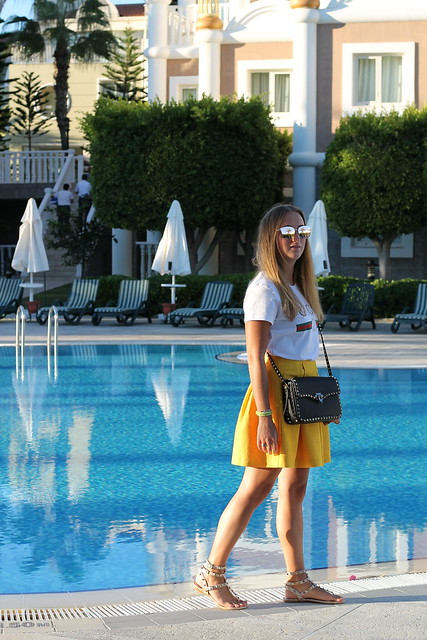 yellow-skirt-and-valentino-bag-whole-outfit-wiebkembg