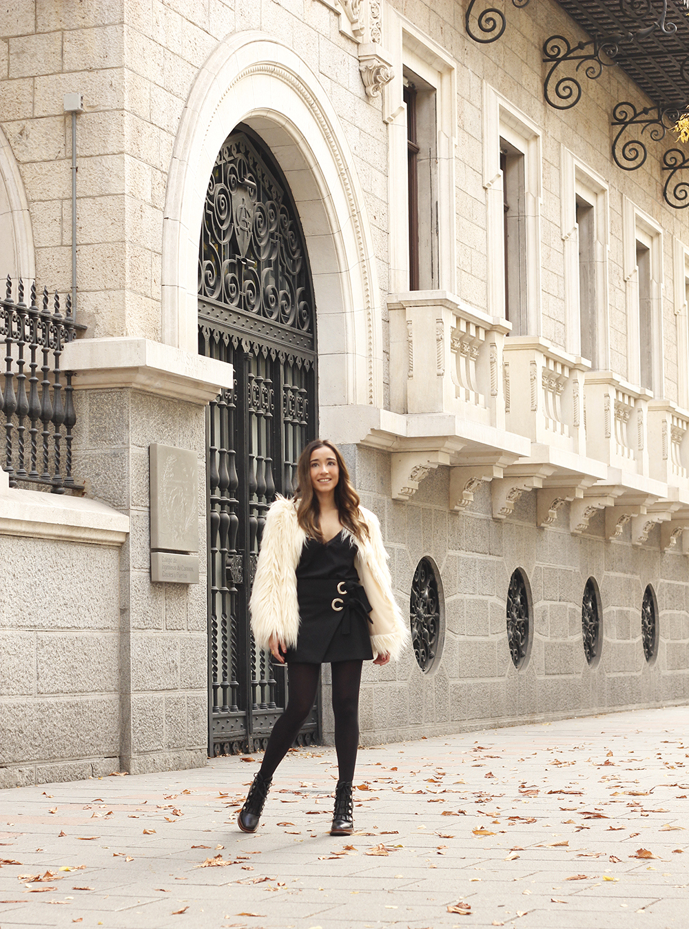 faux fur white coat black skirt military boots fall outfit street style11