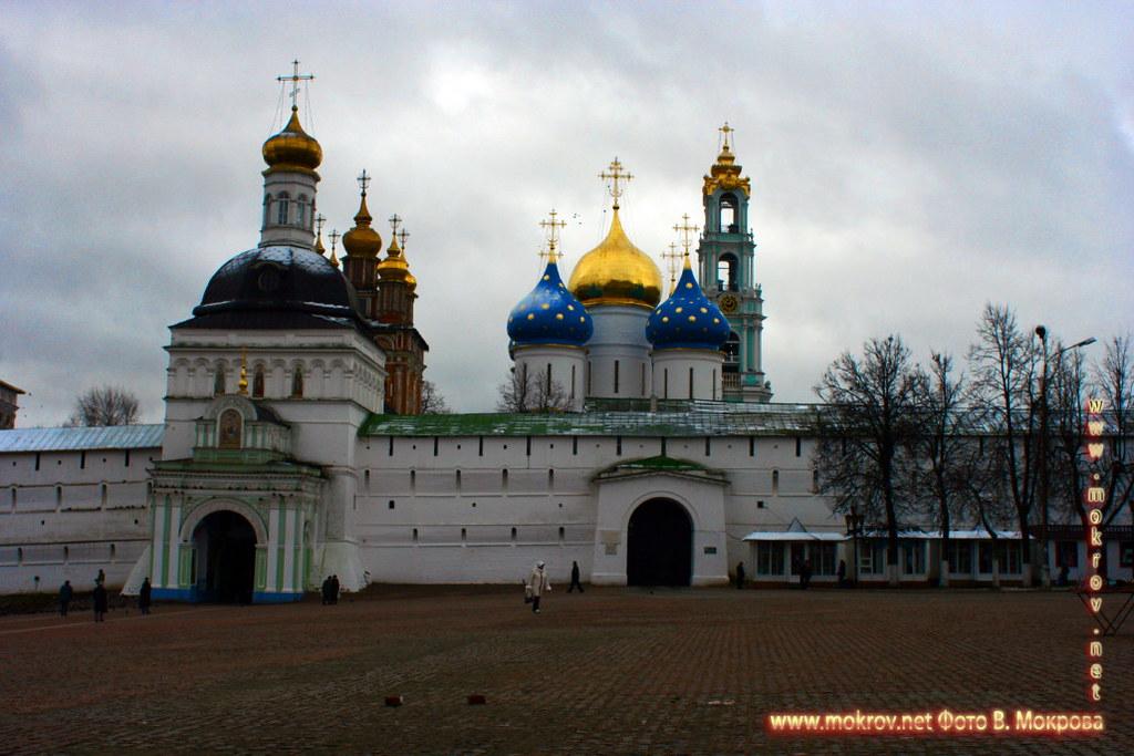 Город Сергиев Посад с фотокамерой прогулки туристов