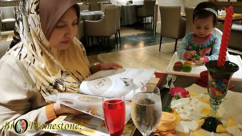 Kejutan Ulang Tahun Perkahwinan di Sunway Putra Hotel, Kuala Lumpur