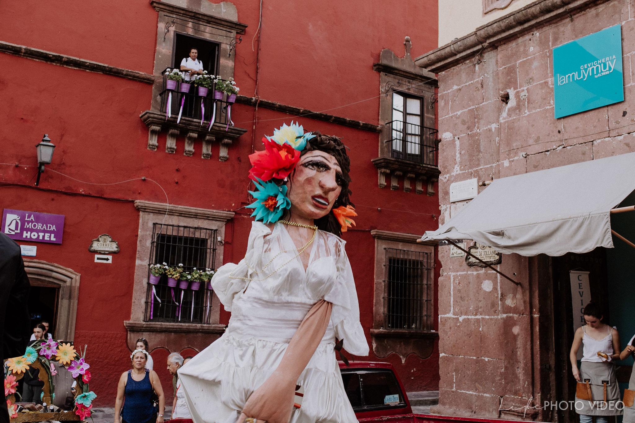 SanMigueldeAllende_Wedding_Callejoneada_Vaquillada_0075