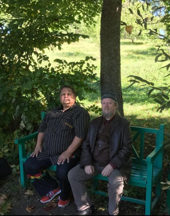 В этот раз удалось погулять по парку и, даже, откушать яблочек из Лермонтовского Эдема. Хорошо в усадьбе Лермонтовых, тихо, благостно, смиренно!