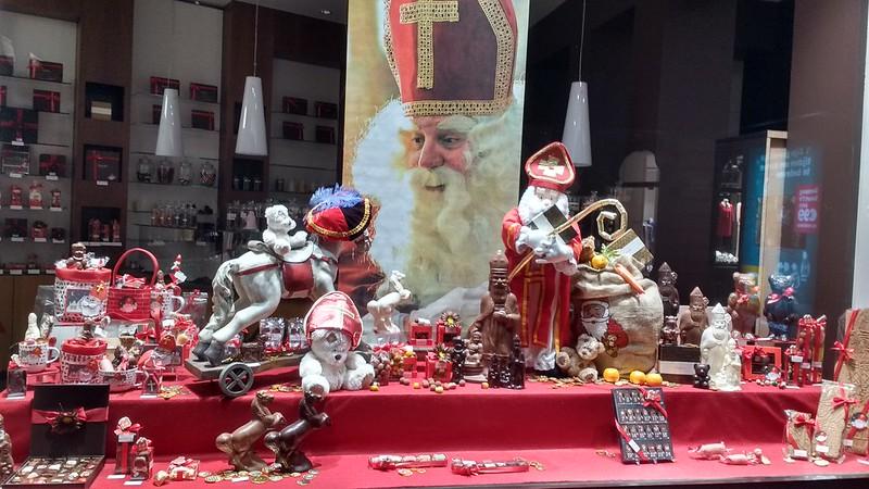 Escaparatismo en Gante 6 de diciembre: ¡que viene San Nicolás! - 26930694729 01da9b57d5 c - 6 de diciembre: ¡que viene San Nicolás!