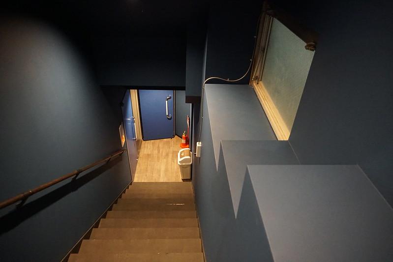 出町座 地下への階段