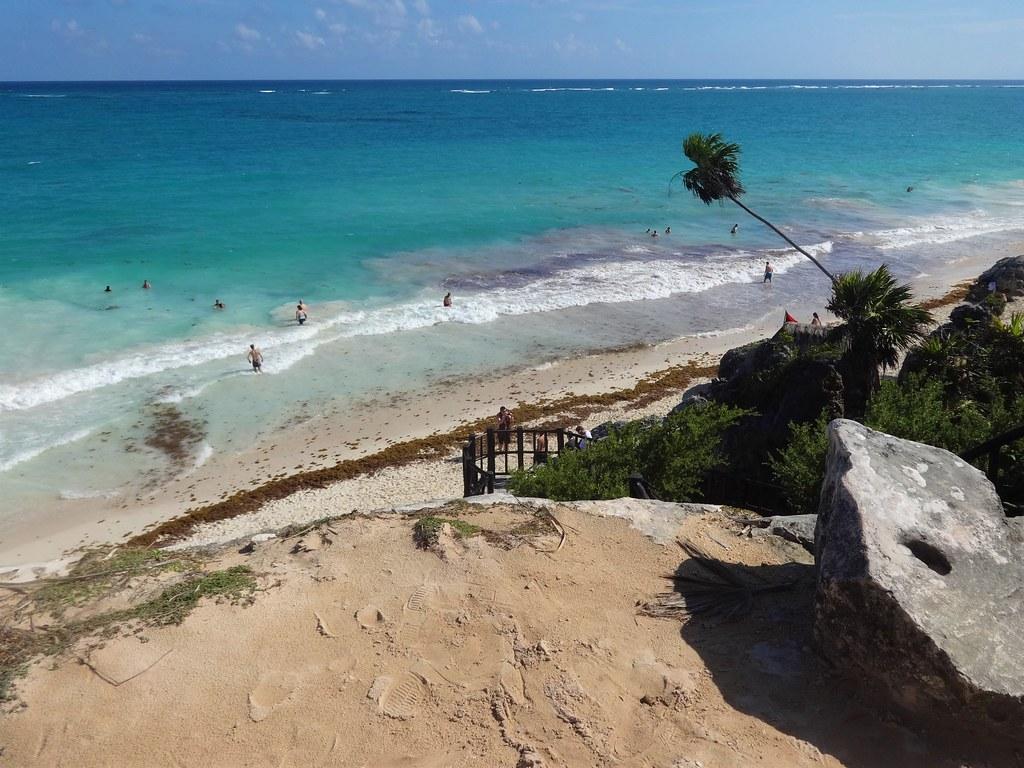 Plaża w ruinach Majów w Tulum, Meksyk