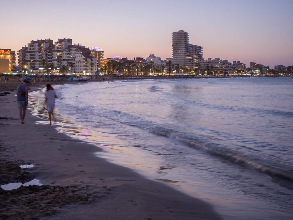 Paseos al atardecer. #summer2017 #peñiscola #Peñíscola #beach #walking #comunidadvalenciana #castellon #costadelazahar #travelphoto #photography #Olympus