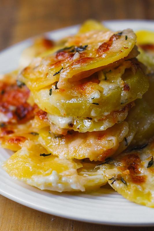 how to make scalloped potatoes, cheesy garlic scalloped potatoes, holiday scalloped potatoes
