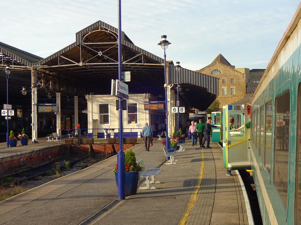 huddersfield railway station england tripcarta. Black Bedroom Furniture Sets. Home Design Ideas