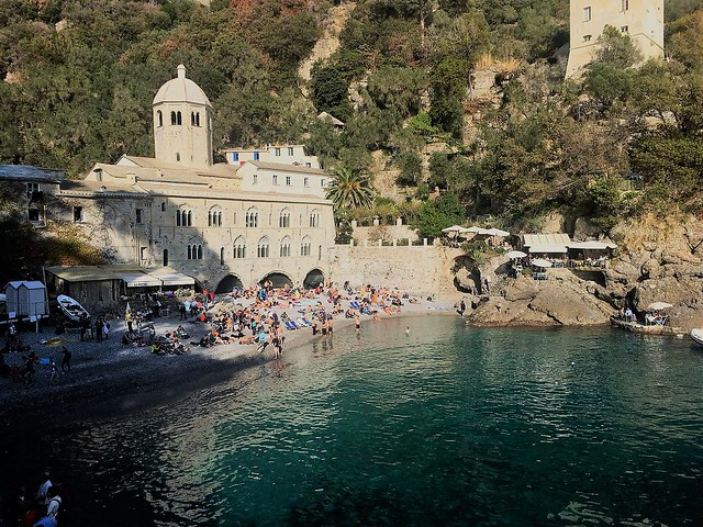Restare a bocca aperta tra mare e montagna: il cammino tra Portofino, Camogli e San Fruttuoso