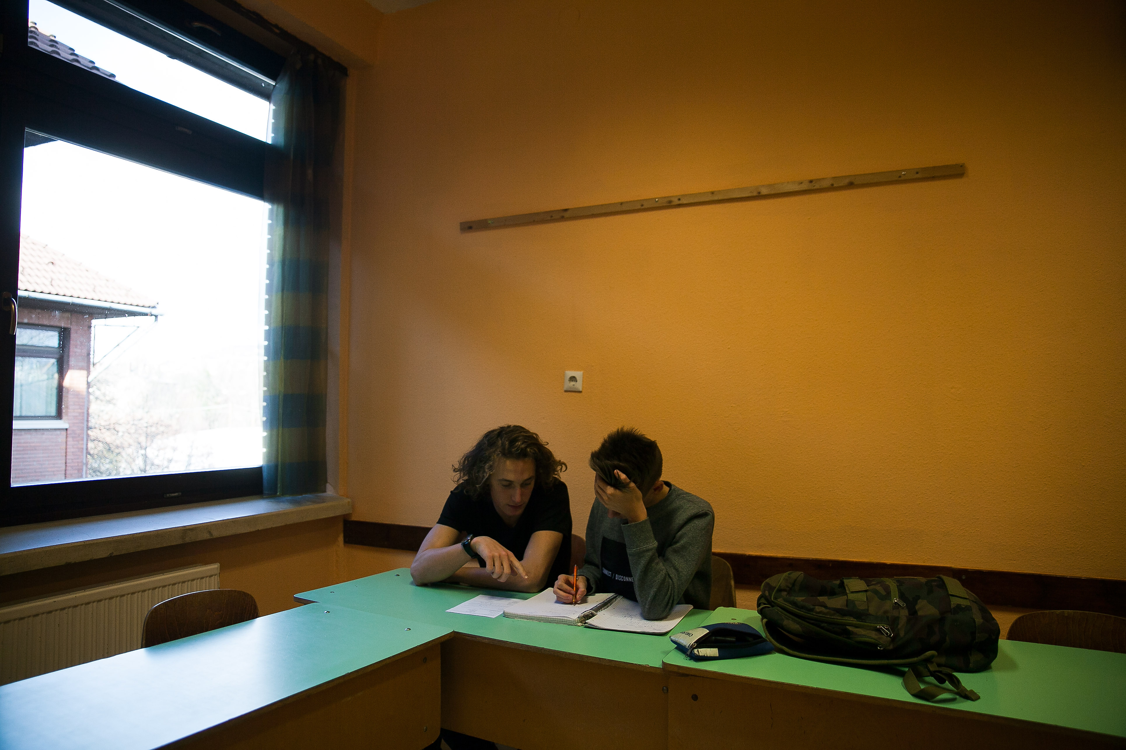 Áron és Attila mutatják be egymás korrepetálását a budapesti Városmajori Gimnázium egyik tantermében | Fotó: Magócsi Márton