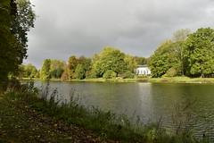 L'étang de l'Orangerie sous un ciel changeant