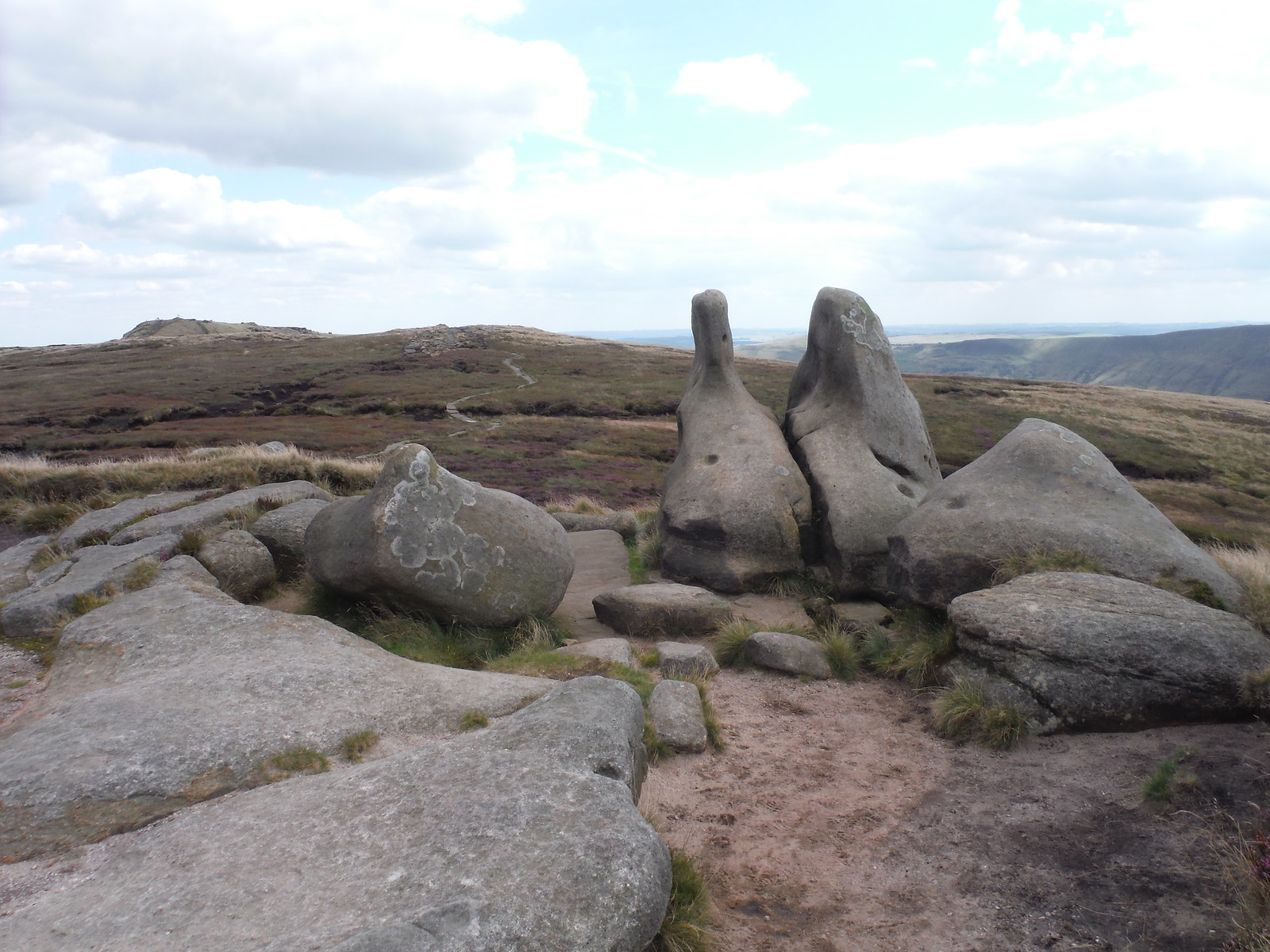Henry Moore Sculpture Lookalikes on Kinder Scout Plateau SWC Walk 303 - Edale Circular (via Kinder Scout and Mam Tor)
