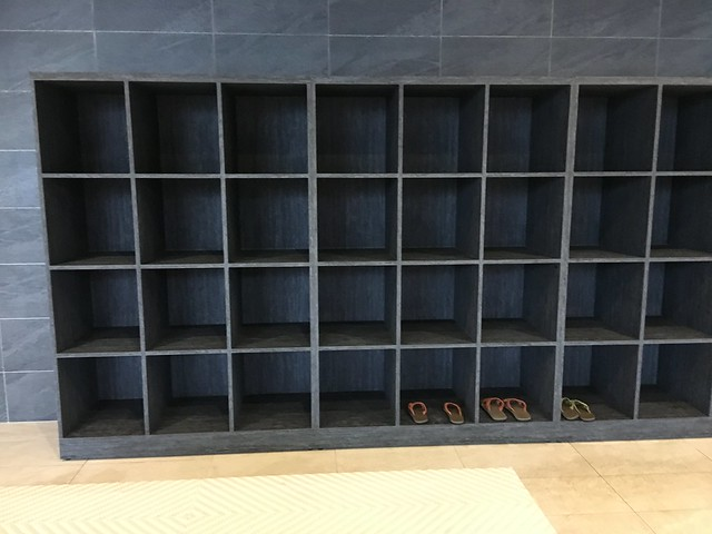 一開始沒什麼人,人一多我的拖鞋就不見了QAQ@宜蘭礁溪寒沐酒店