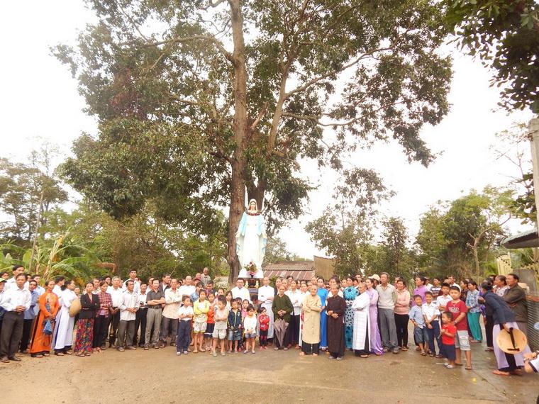 Giáo xứ Cây Rỏi mừng lễ bổn mạng và làm phép đài Đức Mẹ Vô Nhiễm Nguyên Tội