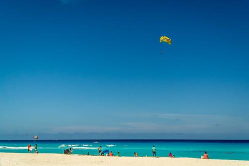 Playa Delfines Parasailing