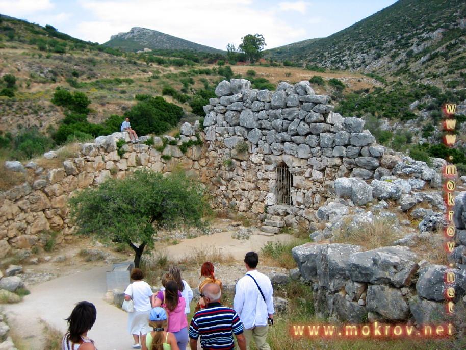 Исторический центр Афины в Греция фотографии сделанные днем и вечером