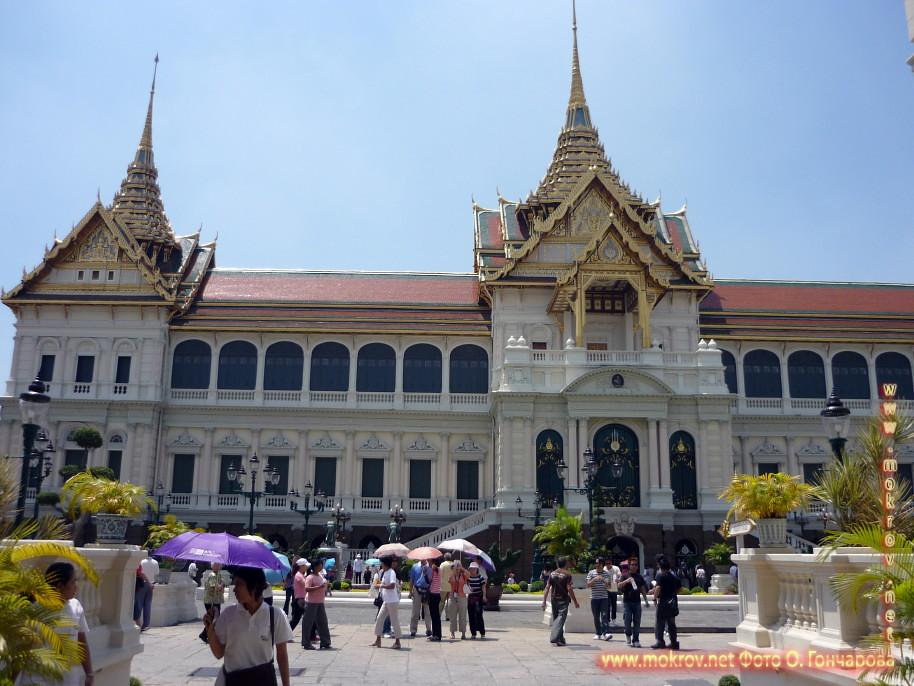 Дворец Будды  в Таиланде и фотограф