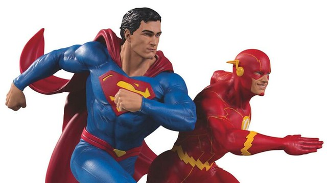 如果我贏了,布魯斯說你會帶我們去吃「早午餐」?!DC Collectible【超人對閃電俠的世紀大競速】Superman Vs. The Flash Racing 全身雕像作品