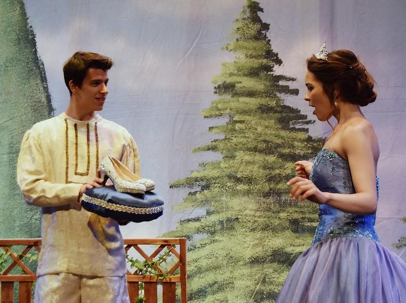 Cenicienta, El Musical, Los Zapatos de Cristal están muy de Moda