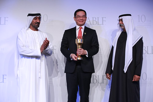 Cai Chunyan, Senior Executive Officer, Regional Head, Bank of China, receiving the ABLF Rising Star Award from H.H. Sheikh Nahayan Mabarak Al Nahayan, Cabinet Member and Minister of Tolerance, UAE