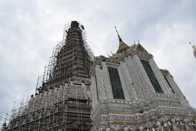 残念ながら大仏塔は工事中
