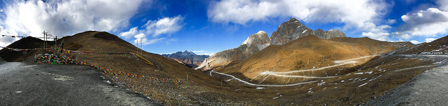 Panoramic view on the way from Yarchen Gar to Garze アチェンガルゴンパから甘孜までの道中