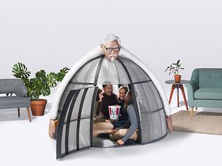 享受美味炸雞的片刻是神聖且不能被打擾的!! 肯德基【逃離網路帳篷】KFC Internet Escape Pod 遠離網路購物,一起來吃炸雞吧~