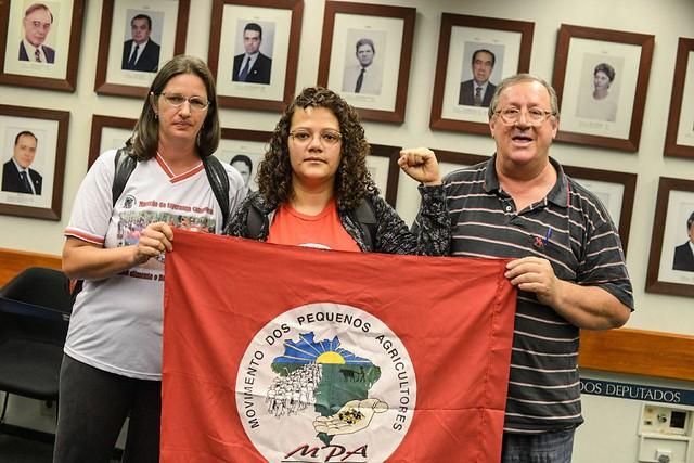 Leila Denise, Josi Costa e Sergio Görgen deram início à greve de fome logo após uma audiência pública que discutia os impactos da reforma  - Créditos: Mídia Ninja