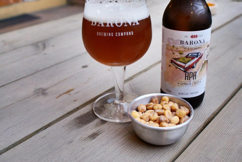Mais grillé et bière fraiche dans un bar à bière de Porto, le bien nommé Beer Warehouse.