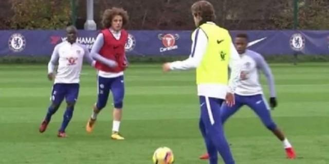 David Luiz Kembali ke Kamp Latihan Chelsea
