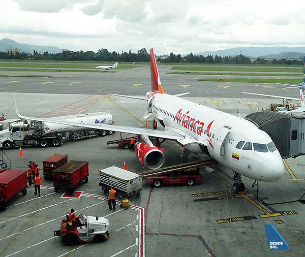 Avianca A319 gate BOG (RD)