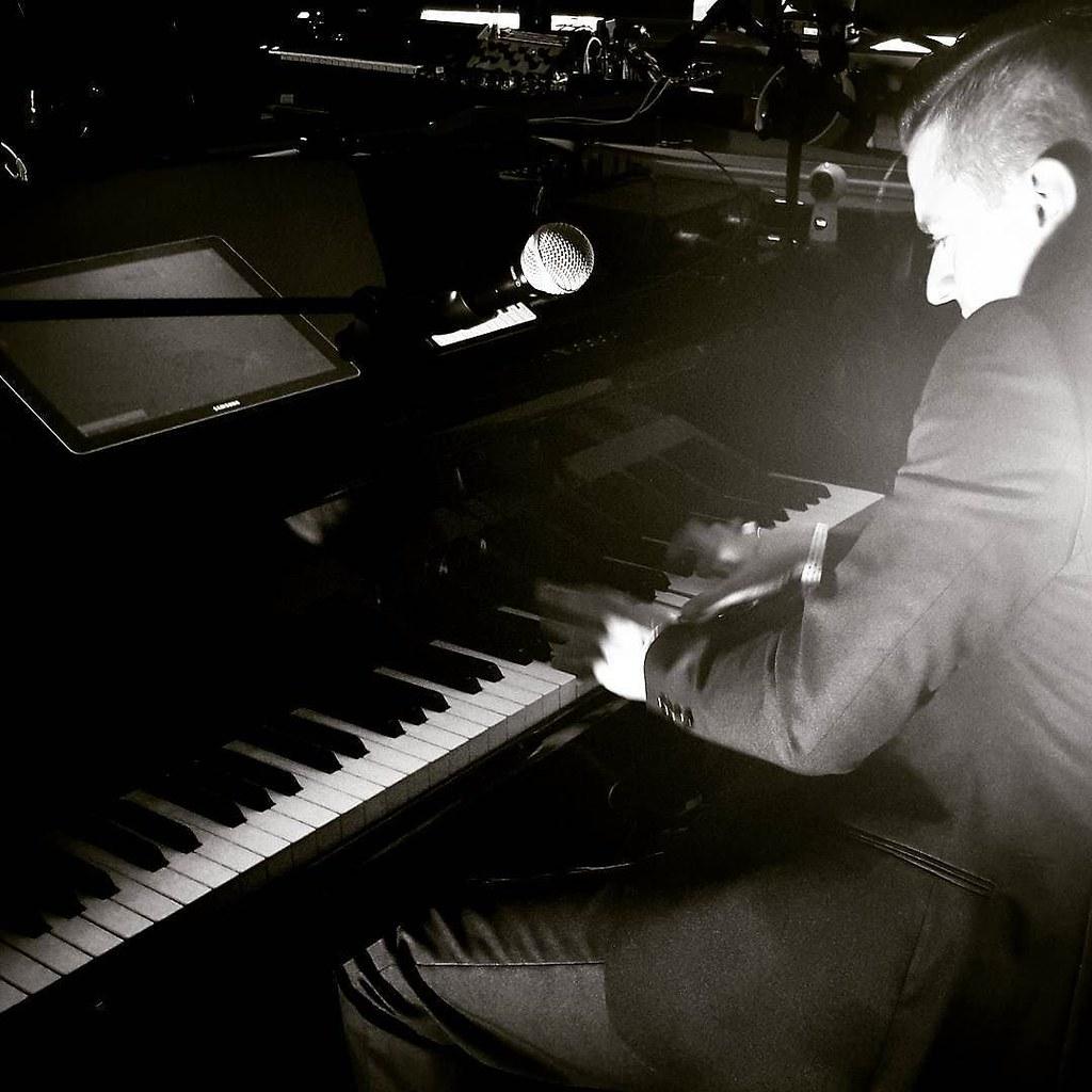 Matthew Lee at the piano #music #fun #samsunglive #samsungdistrict #samsungdistrictlive #milanomusicweek #piano #milAmo #rocknroll #blackandwhite #play #igers #igersitalia #igersmilano