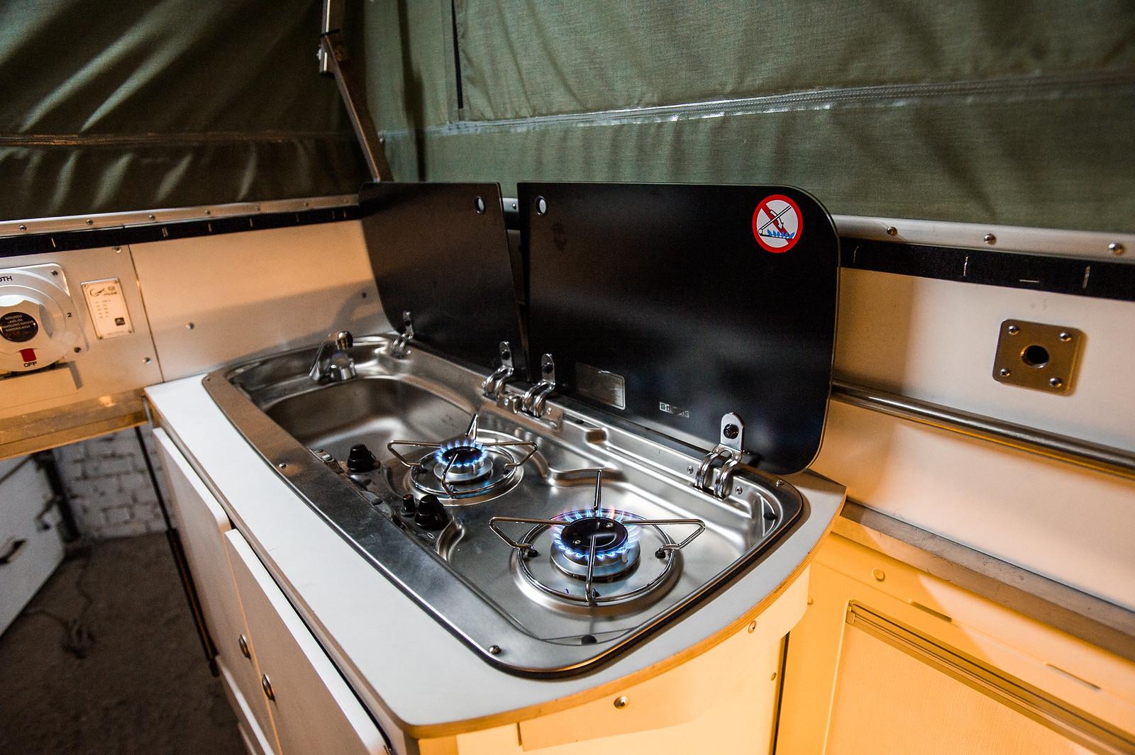 Продам Toyota Hilux Off-Road Camper 37859596315_a8d60fa7ca_h