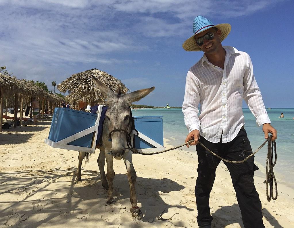 Matkakuvahaaste | 10 kuvaa ja tarinaa matkoilta sinivalkoisin kuvin